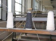 αργαλειός για την παραγωγή των υφασμάτων με το τριών καλωδίων splolette Στοκ Φωτογραφία