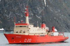 Αργεντινό ερευνητικό σκάφος που επιδιώκει το καταφύγιο από ένα stom Στοκ Εικόνες