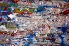 Αργυροειδές μπλε ιώδες λαμπιρίζοντας λασπώδες κέρινο χρώμα, υπόβαθρο μορφών αντίθεσης στα χρώματα κρητιδογραφιών Στοκ φωτογραφία με δικαίωμα ελεύθερης χρήσης