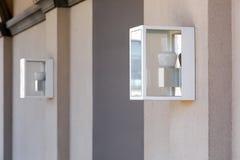 Αρθρωμένο τετράγωνο φανάρι στον τοίχο στοκ εικόνες με δικαίωμα ελεύθερης χρήσης