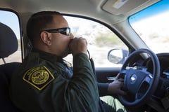 Αριζόνα - Tucson - ένας έλεγχος περιπόλων συνόρων ο φράκτης κοντά Nogales στοκ εικόνες