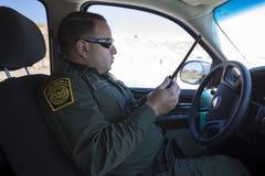 Αριζόνα - Tucson - ένας έλεγχος περιπόλων συνόρων ο φράκτης κοντά Nogales στοκ φωτογραφία
