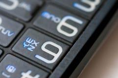 Αριθμοί και επιστολές σε ένα παλαιό χρησιμοποιημένο κινητό τηλέφωνο στοκ φωτογραφία με δικαίωμα ελεύθερης χρήσης