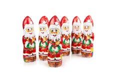Αριθμοί σοκολάτας Άγιου Βασίλη ψαλιδίζοντας τα ελάφια διακοσμήσεων που απομονώνονται κόκκινα Χριστούγεννα μονοπατιών Στοκ Φωτογραφίες