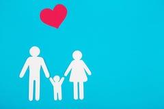 Αριθμοί χαρτονιού της οικογένειας σε μια μπλε ανασκόπηση Το σύμβολο Στοκ Εικόνα