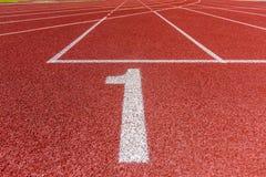 Αριθμός ένας στην τρέχοντας διαδρομή αθλητισμού Στοκ φωτογραφίες με δικαίωμα ελεύθερης χρήσης