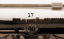17 αριθμός από την παλαιά γραφομηχανή στη Λευκή Βίβλο Στοκ Φωτογραφίες