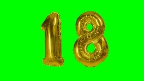 Αριθμός 18 δεκαοχτώ γενεθλίων χρυσών έτη μπαλονιών επετείου που επιπλέουν στην πράσινη οθόνη - φιλμ μικρού μήκους