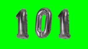 Αριθμός 101 εκατόν ένα ασημένιο μπαλόνι επετείου γενεθλίων ετών που επιπλέει στην πράσινη οθόνη - απόθεμα βίντεο