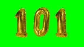 Αριθμός 101 εκατόν ένα χρυσό μπαλόνι επετείου γενεθλίων ετών που επιπλέει στην πράσινη οθόνη - απόθεμα βίντεο