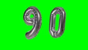 Αριθμός 90 ενενήντα γενεθλίων ασημένιων έτη μπαλονιών επετείου που επιπλέουν στην πράσινη οθόνη - απόθεμα βίντεο
