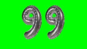 Αριθμός 99 ενενήντα εννέα γενεθλίων ασημένιων έτη μπαλονιών επετείου που επιπλέουν στην πράσινη οθόνη - απόθεμα βίντεο