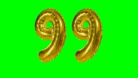 Αριθμός 99 ενενήντα εννέα γενεθλίων χρυσών έτη μπαλονιών επετείου που επιπλέουν στην πράσινη οθόνη - φιλμ μικρού μήκους