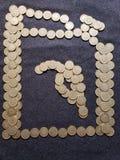 αριθμός ενός εμπορευματοκιβωτίου της βενζίνης φιαγμένης επάνω από μεξικάνικα νομίσματα δέκα πέσων στοκ εικόνες