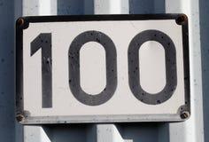 Αριθμός πινακίδας αυτοκινήτου εκατό Στοκ Εικόνες
