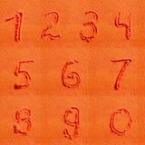 Αριθμός που γράφεται στην πορτοκαλιά άμμο Στοκ Φωτογραφία