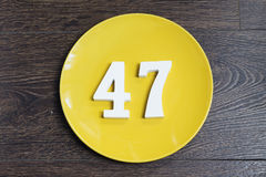 Αριθμός σαράντα επτά στο κίτρινο πιάτο στοκ φωτογραφία με δικαίωμα ελεύθερης χρήσης