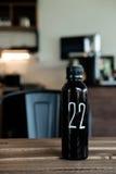 Αριθμός 22 σε ένα μαύρο μπουκάλι Στοκ φωτογραφία με δικαίωμα ελεύθερης χρήσης