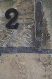 Αριθμός δύο στον πέτρινο τοίχο Στοκ φωτογραφία με δικαίωμα ελεύθερης χρήσης