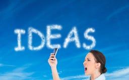αριστοκρατική επιχειρηματίας που φωνάζει στο smartphoneη της Στοκ φωτογραφίες με δικαίωμα ελεύθερης χρήσης