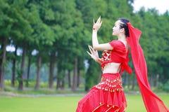Αρκετά ασιατικός κινεζικός χορευτής κοιλιών Στοκ Φωτογραφίες