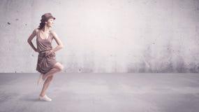 Αρκετά αστικός χορευτής με το κενό υπόβαθρο Στοκ φωτογραφία με δικαίωμα ελεύθερης χρήσης
