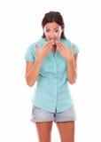 Αρκετά λατινικό θηλυκό που κοιτάζει κάτω από έκπληκτος στοκ εικόνες με δικαίωμα ελεύθερης χρήσης