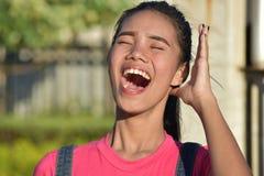 Αρκετά θηλυκό γέλιο στοκ εικόνα με δικαίωμα ελεύθερης χρήσης