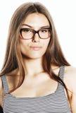 Αρκετά νέα επιχειρησιακή γυναίκα στα γυαλιά στο λευκό που απομονώνεται Στοκ εικόνες με δικαίωμα ελεύθερης χρήσης