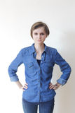 Αρκετά νέα ξανθή γυναίκα - copyspace Στοκ Εικόνες