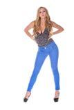 Αρκετά ξανθό πρότυπο στο τζιν παντελόνι Στοκ εικόνα με δικαίωμα ελεύθερης χρήσης