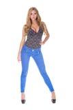 Αρκετά ξανθό πρότυπο στο τζιν παντελόνι Στοκ Εικόνα