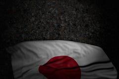 Αρκετά σκοτεινή εικόνα της σημαίας της Ιαπωνίας με τις μεγάλες πτυχές  στοκ φωτογραφία με δικαίωμα ελεύθερης χρήσης
