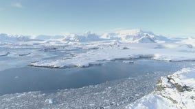 Αρκτική πολική εναέρια άποψη ακτών βουνών timelapse απόθεμα βίντεο