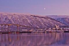 Αρκτική πόλη Tromso με τη γέφυρα στοκ εικόνα