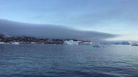 Αρκτικός ωκεανός με τα τεράστια παγόβουνα απόθεμα βίντεο