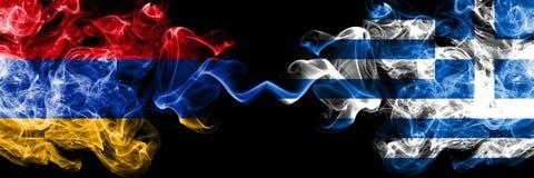 Αρμενία, αρμενικά, Ελλάδα, ελληνικά, σημαίες ανταγωνισμού κτυπήματος ζωηρόχρωμες καπνώείς πυκνά Ευρωπαϊκοί αγώνες προσόντων ποδοσ στοκ φωτογραφίες με δικαίωμα ελεύθερης χρήσης