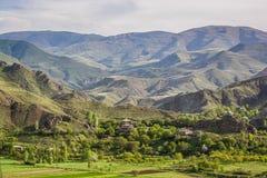 Αρμενικό χωριό Agarakadzor στα βουνά, Αρμενία στοκ εικόνα