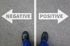 Αρνητικό θετικό που σκέφτεται την καλή κακή επιχείρηση γ τοποθέτησης σκέψεων στοκ εικόνα