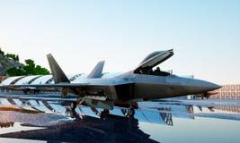 Αρπακτικό πτηνό Φ 22, στρατιωτικό πολεμικό τζετ Στρατιωτική βάση Ηλιοβασίλεμα τρισδιάστατη απόδοση Στοκ φωτογραφία με δικαίωμα ελεύθερης χρήσης