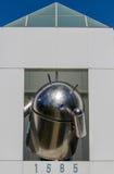 Αρρενωπό αντίγραφο μπροστά από το γραφείο Google Στοκ φωτογραφίες με δικαίωμα ελεύθερης χρήσης