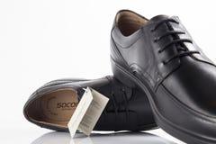 Αρσενικά καφετιά και μπλε παπούτσια Στοκ φωτογραφία με δικαίωμα ελεύθερης χρήσης