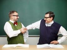 Αρσενικά nerds που γιορτάζουν την επιτυχία Στοκ εικόνες με δικαίωμα ελεύθερης χρήσης