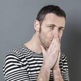 Αρσενική έννοια αμφιβολίας και αντανάκλασης στοκ εικόνες