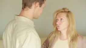 Αρσενική και θηλυκή πάλη eps διάνυσμα φιλονικίας οικογενειακής απεικόνισης jpeg το εσωτερικό κεφάλι χεριών ανασκόπησης που απομον απόθεμα βίντεο
