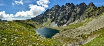 Αρσενική λίμνη pleso Hincovo σε υψηλό Tatras Στοκ Φωτογραφίες