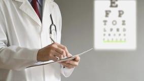 Αρσενική συνταγή γραψίματος γιατρών οφθαλμολόγων απόθεμα βίντεο