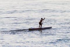 Αρσενική ωκεάνια μόνιμη τέχνη κωπηλασίας Στοκ Φωτογραφία