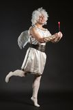 Αρσενικός άγγελος Cupid με μια καρδιά αγάπης Βαλεντίνου Στοκ φωτογραφίες με δικαίωμα ελεύθερης χρήσης