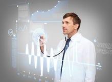 Αρσενικός γιατρός με το στηθοσκόπιο και το καρδιογράφημα Στοκ Εικόνα